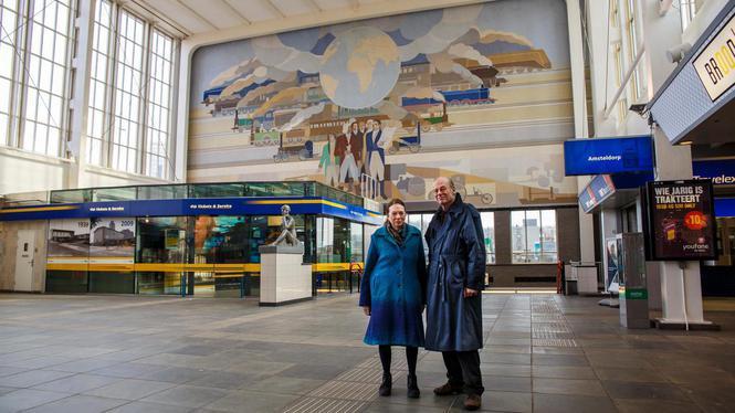'Ticketbalie doet afbreuk aan muurschildering Amstelstation'