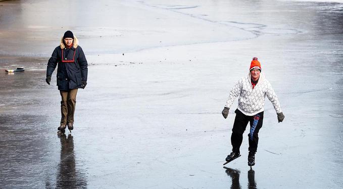 Hoe schaats je veilig en wat als je door het ijs zakt?
