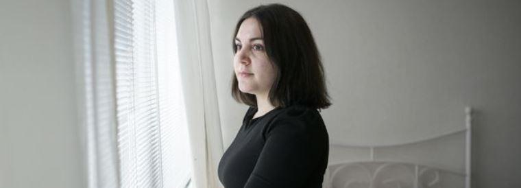 De Armeense Marine (19) wil officier van justitie worden, maar waar blijft haar paspoort?