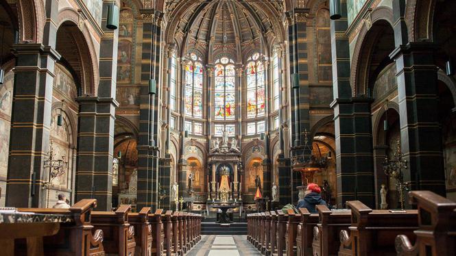 Amsterdamse kerken weer gevuld door toeristen en expats