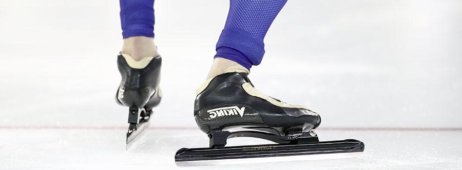 De schaatsploeg slijpt de messen voor goud