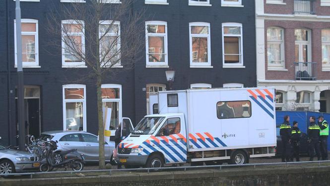 Grote politieactie aan de gang op Houtmankade