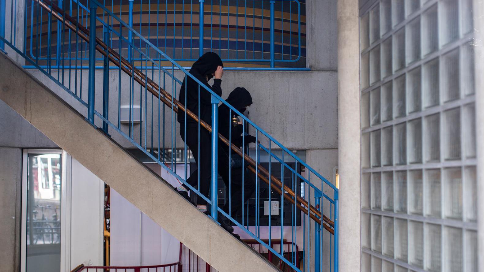 Studenten bezetten P.C. Hoofthuis, UvA doet aangifte