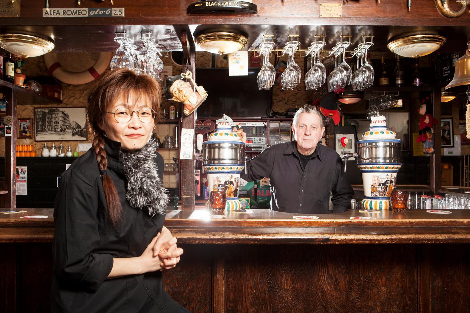 Deze Amsterdammers staan al meer dan een halve eeuw achter de bar